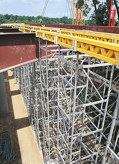 The ST 100 Crosshead Spindle securely holds one or two GT 24 girders so they cannot tilt.