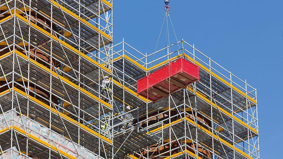 Soluția specifică proiectului cu schelă industrială PERI UP a accelerat operațiunile de lucru și a crescut nivelul de siguranță în muncă.