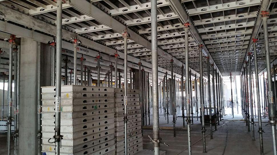 System PERI SKYDECK gwarantował wydajną rotację deskowań stropowych na budowie Galerii Północnej w Warszawie