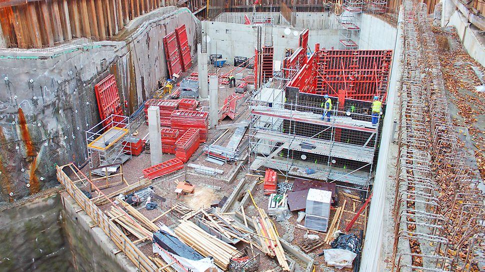 Syksyllä 2013 kuvattu rakennusvaihe metroaseman pääsisäänkäynnillä.