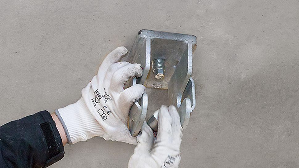 Der Sanierungsanker kann sofort das Eigengewicht der VGK Gesimskappenkonsole abtragen. Dies führt zu einer schnellen Montage und reduziert Sperrzeiten. Nach dem Aushärten des Verbundmörtels ist die Konsole voll belastbar.