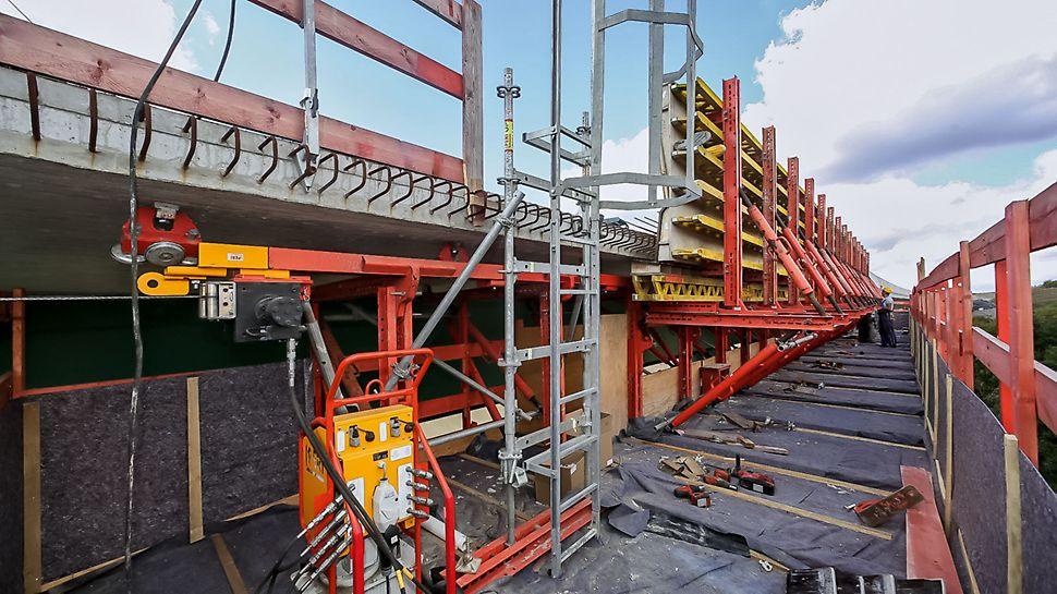 Die Bahneinheiten lassen sich mittels hydraulischer Winde und dem RCS Hydraulikaggregat umsetzen.