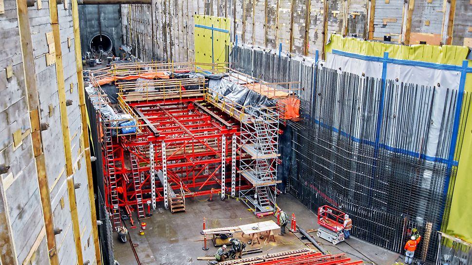 Capitol Hill Station, Seattle, SAD - kolica za montažu za donje odsječke koncipirana su u dva dijela.
