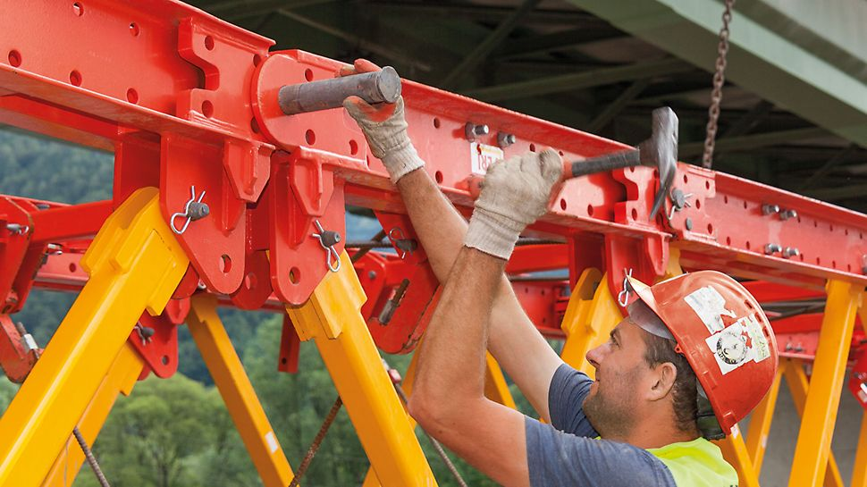 Mur Bridge Frohnleiten - Due to the standardised connections with only a minimum of tool usage, the VARIOKIT construction kit system is easy and simple to assemble.