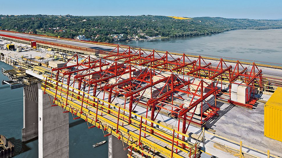 Bridge over the Danube near Beška, Serbia | Parapet construction of 130 m per week across the Danube