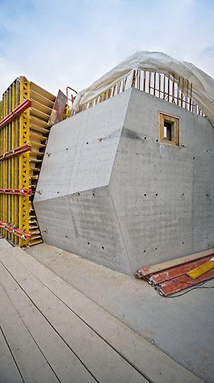Wszystkie deskowania dostarczane na budowę wykonywane były zgodnie z zaakceptowanym przez architekta projektem odwzorowania widoku ścian.