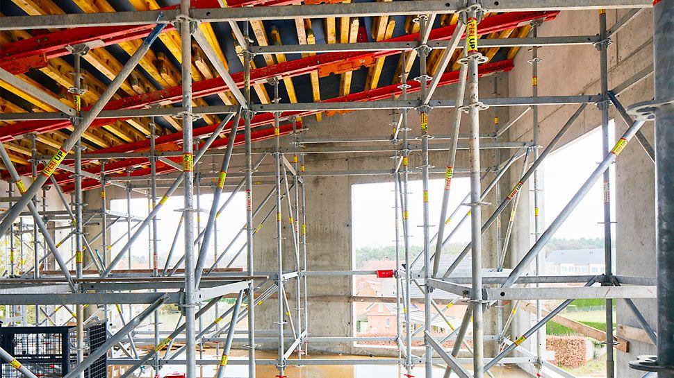 PERI UP zorgt als ondersteuningssteiger voor een stevige en veilig draagvlak voor de bekisting van de voortschrijdende hellende vloer- en dakplaten.