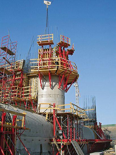 Vzdouvací stupeň na Nilu, Naga Hammadi: S betonážní výškou 3,60 m mohly být hospodárně vyráběny střední pilíře.