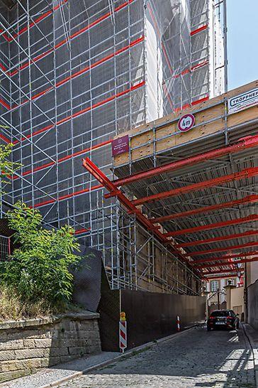 Stephanskirche, Bamberg: Wichtiger Bestandteil der PERI UP Gerüstlösung war eine Überbrückungskonstruktion mit VARIOKIT Systembauteilen.