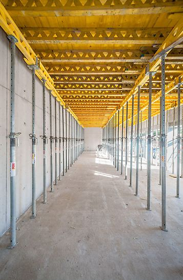 Universal wooden formwork girder from PERI with a 24 cm overall height for wall, column and slab formwork, for setting of stopend formwork on slab edges and special applications.