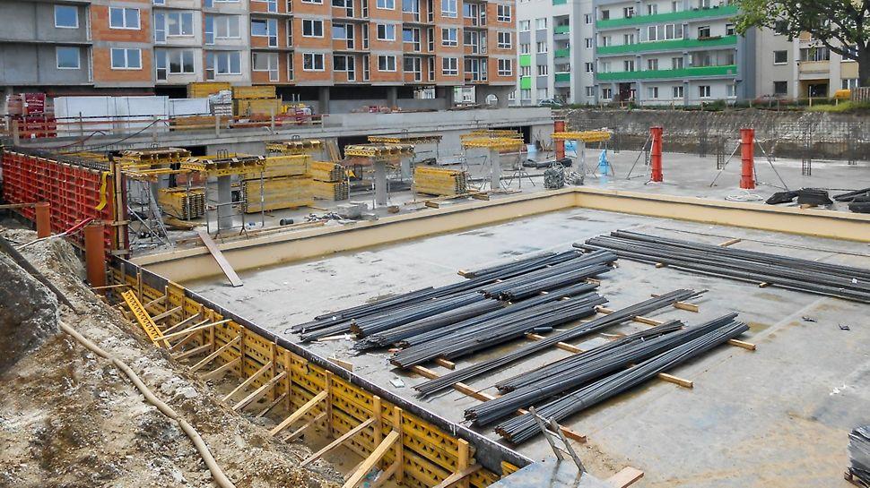 Bytový dom Nobelova, Bratislava - Pri polyfunkčnom objekte Nobelova2 sú zvislé nosné konštrukcie v 1.PP a 1.NP tvorené systémom železobetónových stĺpov priemeru 500 mm a pilierov elipsovitého tvaru 500 / 1 200 mm. Podzemná garáž v suteréne presahuje pôdorysný rozmer objektu.