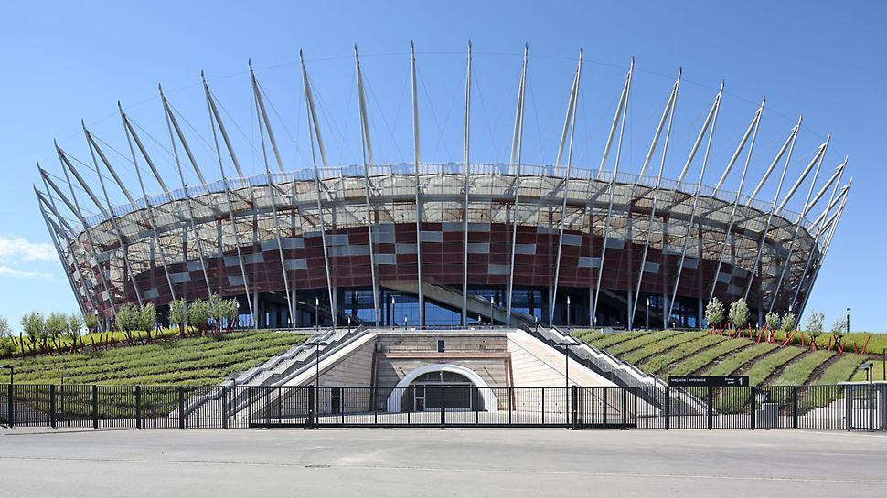 Nationalstadion Kazimierz Górski, Warschau, Polen - Das Stadion verfügt über 55.000 Sitzplätze und zwei Parkebenen unterhalb des Spielfeldes für 1.800 Pkw.