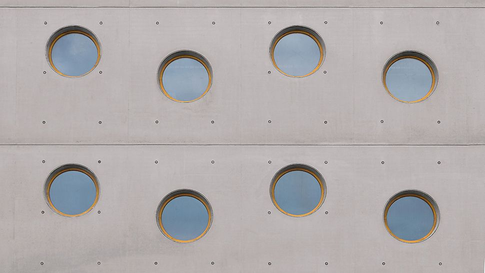 Biblioteca Hradec Králové, Republica Cehă - Ferestre circulare cu dispunere regulată, rost bine definit și model de poztiționare a ancorajelor pe suprafața pereților.