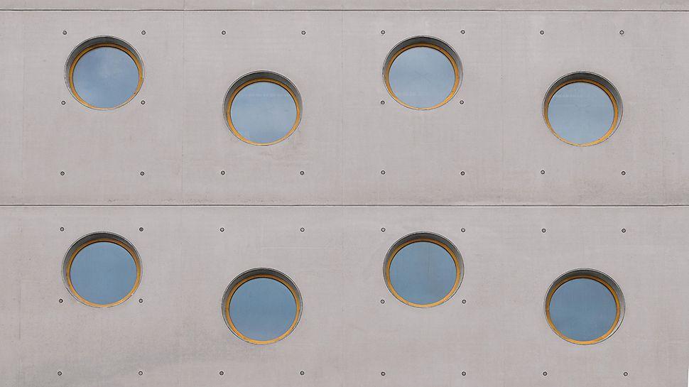 KIC Hradec Králové: Pravidelně uspořádaná kruhová okna a definovaný modul spár a spínání v oblasti stěn.