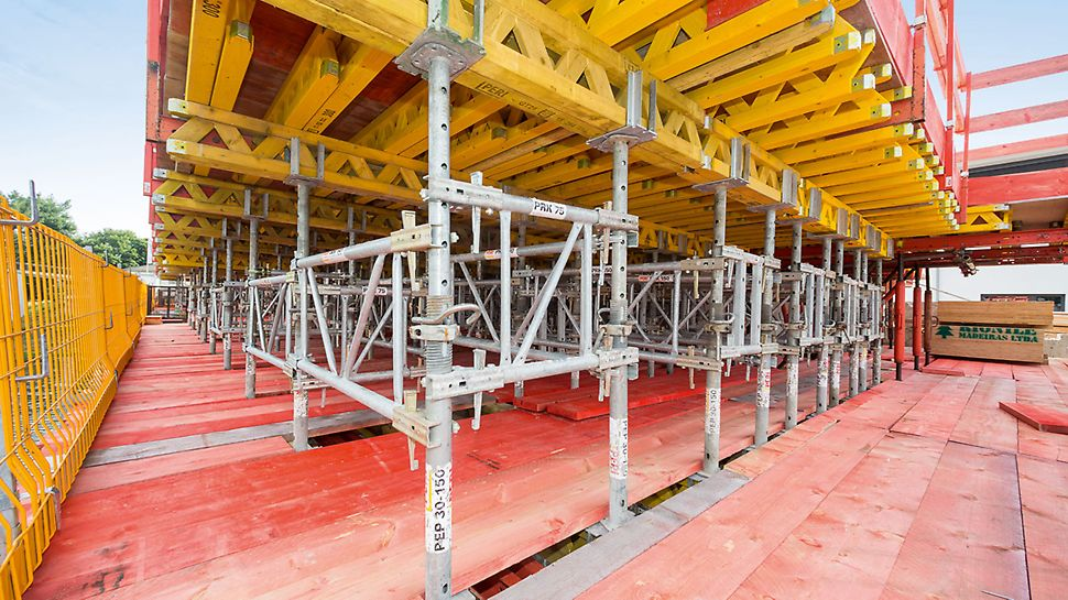 Through the possibility of changing the main beam direction, the variable alignment and the overlapping of the girders allows the MULTIFLEX to be easily adapted to accommodate a broad range of ground plans.