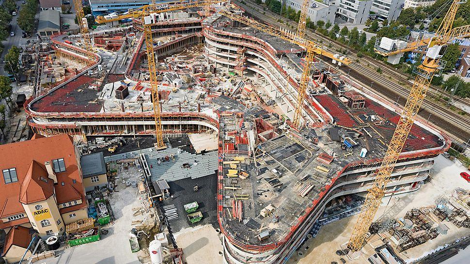 ADAC Hoofdkantoor, Munchen, Duitsland - De golvende gebogen basisstructuur wordt geplaatst op een tot 6.50 m dikke bodemplaat en heeft een oppervlakte van 17.000 m².