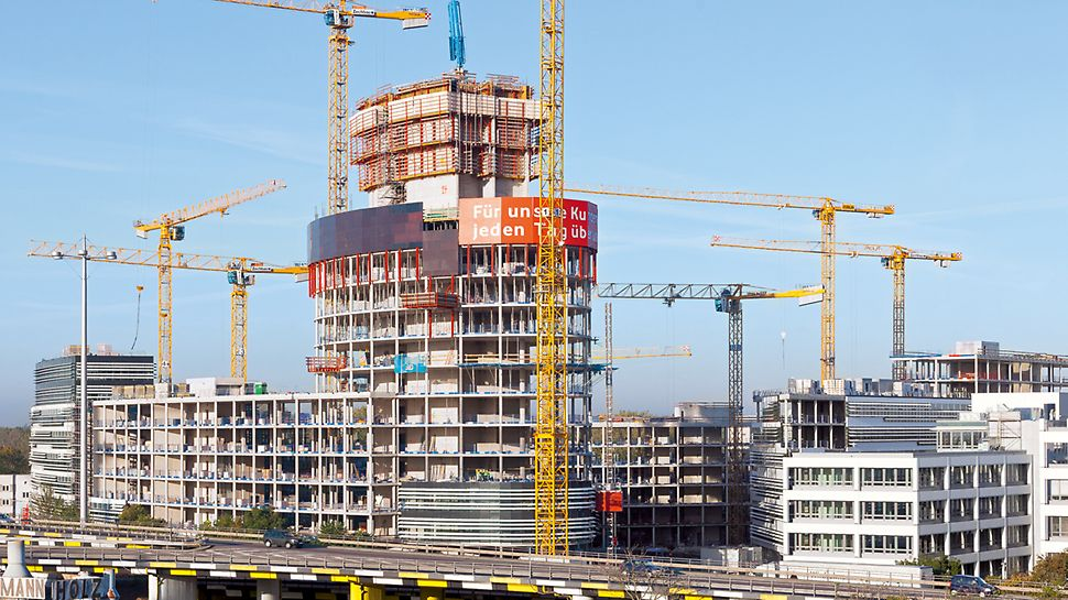 Übersicht über die Baustelle des 76 m hohen Büroturms.