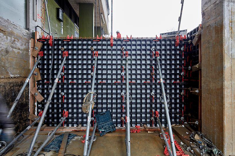 DUO is ontworpen voor ruimtes met een standaardhoogte van 2,70m, waarvoor 2 panelen op elkaar geplaatst worden.
