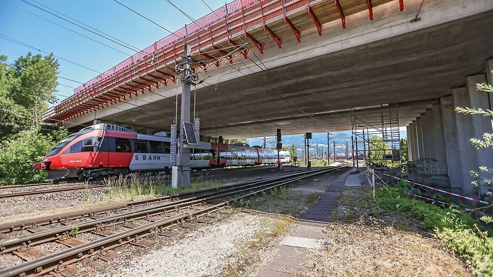 Dornbirn Bridge, Bregenz, Austria On-going rail services: refurbishment work while the trains continue to run below