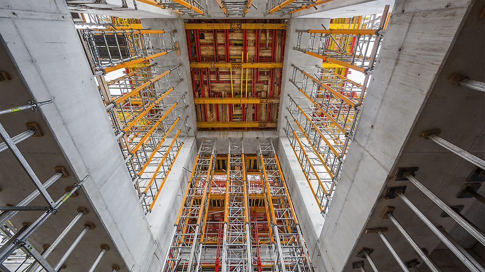 Modulare Unterstützungssysteme ermöglichen die Anpassung an die komplexe Gebäudestruktur.