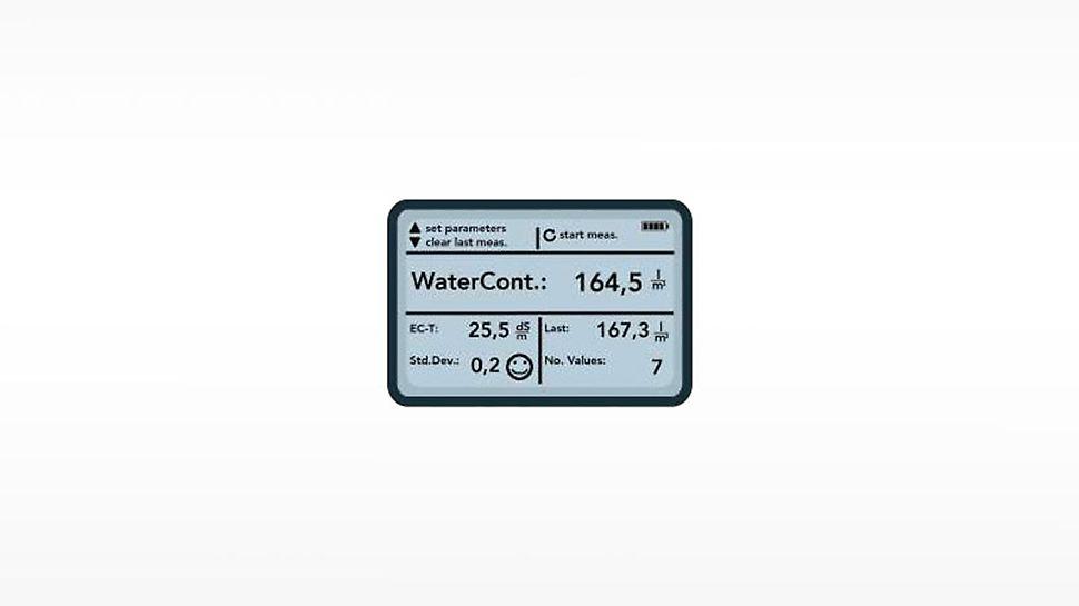 Das Handgerät zeigt den Wassergehalt im Frischbeton mit einer Genauigkeit von +/-3 l/m³ an. Der tatsächliche w/z-Wert lässt sich dann auf Basis dieses Wassergehalts und des Zementgehalts (angegeben in kg auf dem Lieferschein) einfach berechnen.
