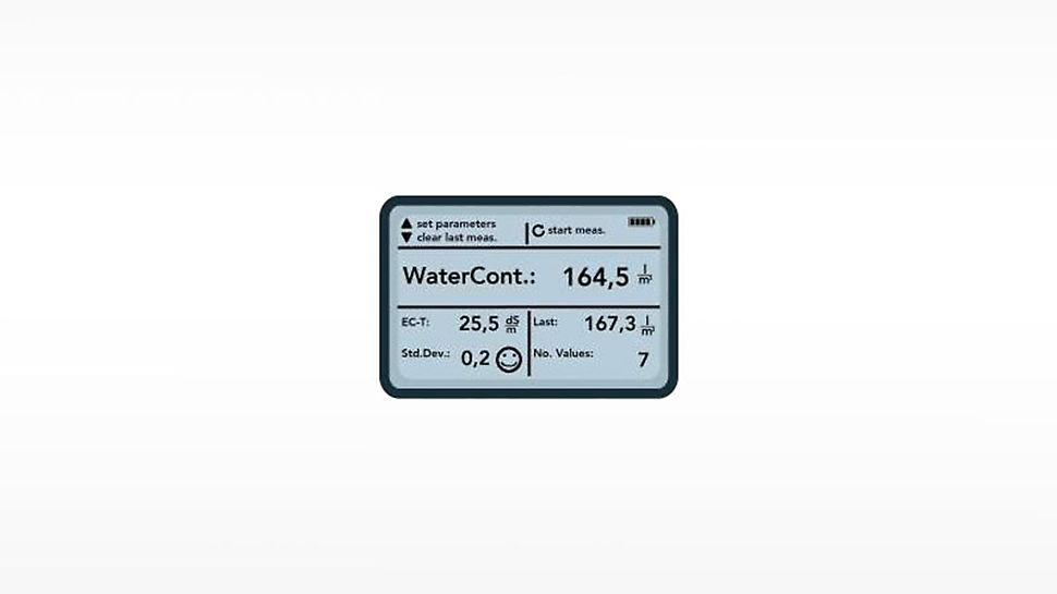 The handheld device shows the water content in the fresh concrete with an accuracy of +/- 3 l/m³. The actual w/c ratio can then simply be calculated on the basis of this water content and the cement content (specified in kg on the delivery note).