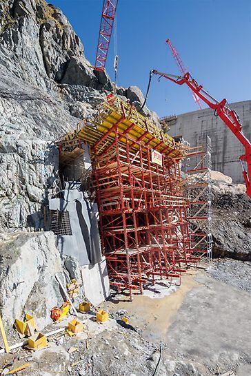 Einlaufbauwerke am oberen Staubecken Vieux Emosson befinden sich auf 2.200 m Höhe