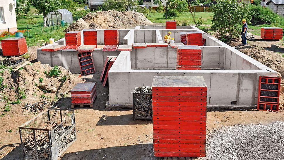 Малогабаритные и удобные элементы опалубки DOMINO компании PERI легко перемещаются вручную и могут применятся для строительства подвальных этажей.