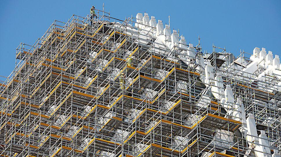 Edificio Ágora: Jednoznačná a jasná struktura modulového lešení umožňuje rychlou a bezpečnou montáž.