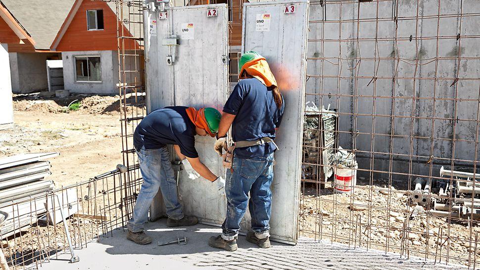 Sídliště Los Portones de Linares, Chile: Stěnové panely UNO lze jednoduše ručně osadit na místo a spojit klínovými uzávěry.