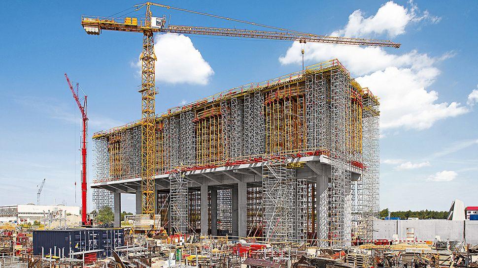 Centrala electrică Belchatow, Polonia - Structura suport desfășurată pe două etaje, cu o înălțime totală de 25 metri, găzduiește instalația de absorbție pentru procesul de desulfurare a gazelor de ardere.