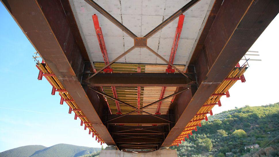 Progetti PERI - Viadotto San Lorenzo - Vista del cassero di fondo con sistema di traslazione