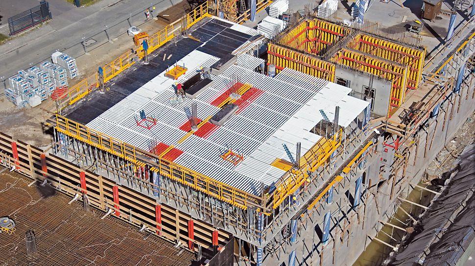 Punainen leveys- ja keltainen pitkittäistäyttö lisäävät järjestelmän joustavuutta.