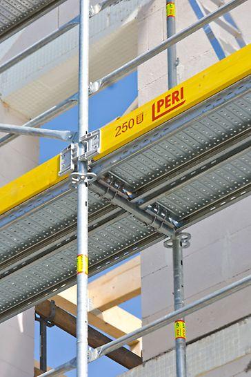 Der Längsschlitz des Holms wird über den Geländerhaken aufgesteckt und durch eine Drehbewegung gesichert.