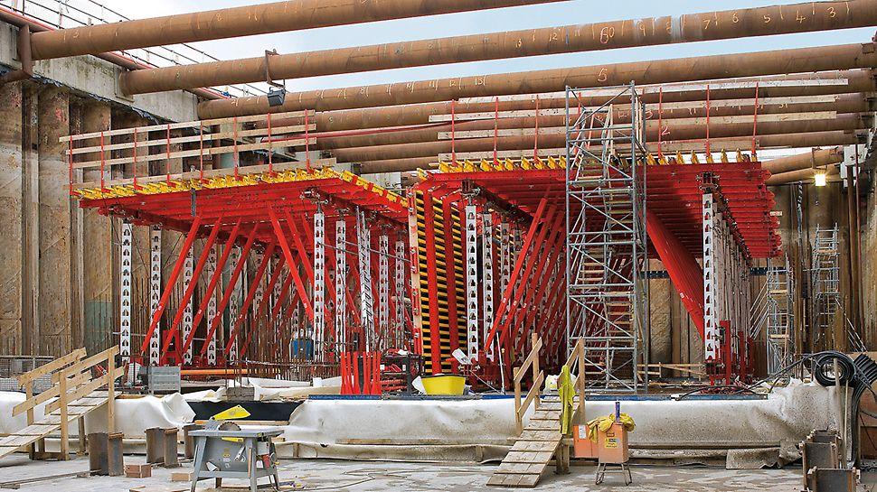 Tunel Limerick, Irska - kolica za montažu tunela na osnovi VARIOKIT inženjerskog modularnog sistema za 6 dodatnih odsječaka betoniranja na južnom portalu koji se istovremeno izvode.