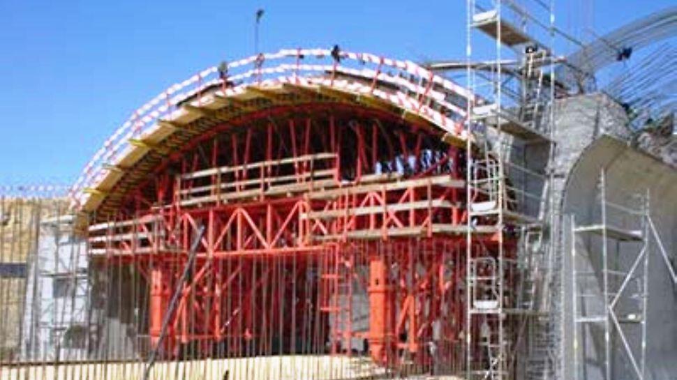 Túnel da Ameixoeira - Vista da estrutura da abóbada em posição de betonagem