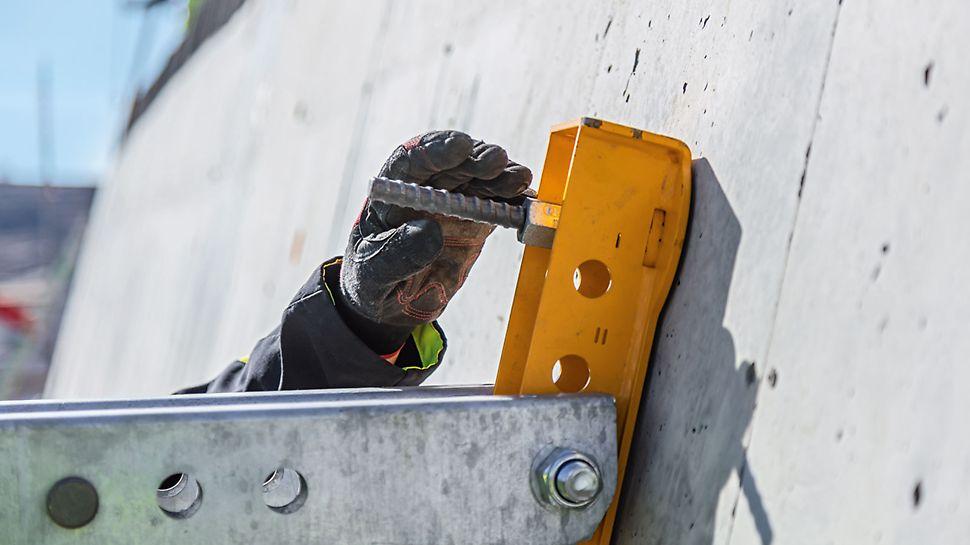 Die Spannlöcher der Wandschalung können zur Verankerung des Wandlagers genutzt werden. Die ausgefeilte Verankerung spart Kosten.