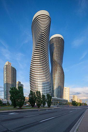 Absolute World, Missisauga, Kanada - Absolute World, zwei spektakuläre Hochhäuser, die die Skyline der City prägen.