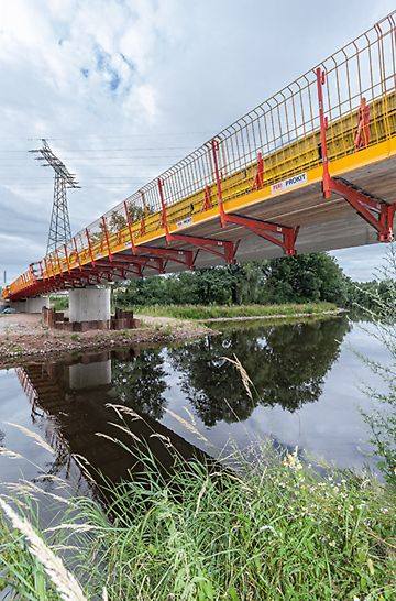 VARIOKIT rímsová konzola so zatvorenou pracovnou lávkou je ideálnym riešením ako pre rekonštrukciu, tak aj stavbu nového mostu.