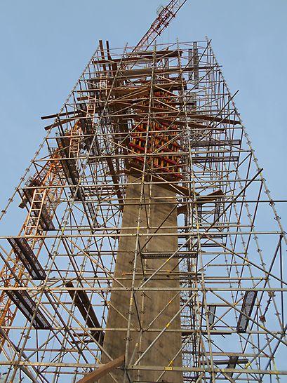 установка в проектное положение, опалубка колонн, строительство колонн, стадион в нижнем новгороде, геометрия бетонной поверхности
