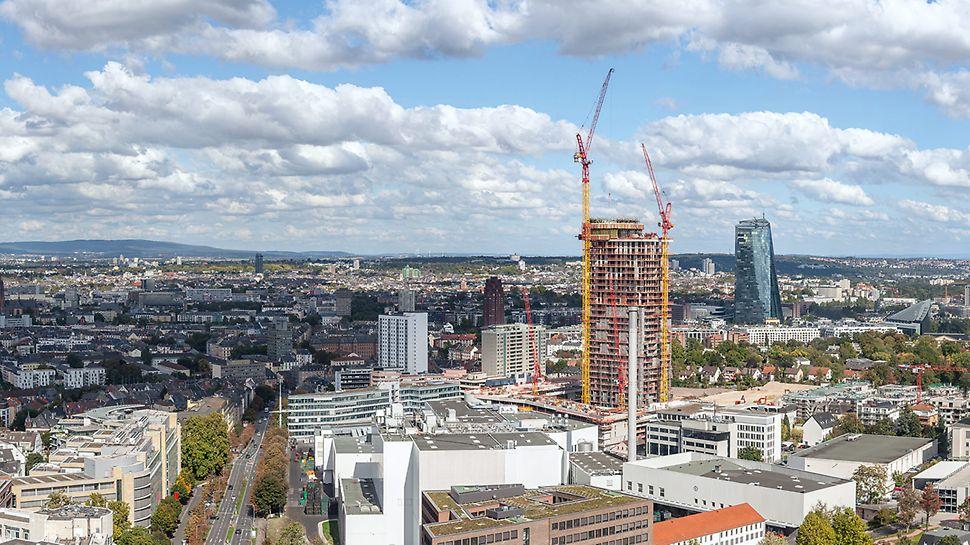 Fankfurter Skyline mit dem 140 Meter hohen Henninger Turm auf der rechten Seite im Größenvergleich zu den restlichen Gebäuden der Stadt.