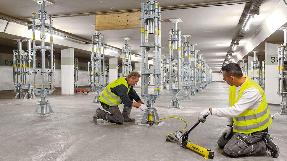 PERI UP Flex Tunglasttårn Kontroll ved senking av lastermed hydraulikksylinder i bunnseksjon