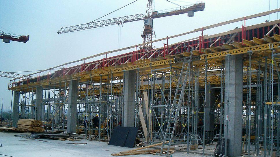 Zahvaljujući sveobuhvatnom projektu PERI oplata i skela grubi građevinski radovi završeni su u izuzetno kratkom vremenskom periodu.