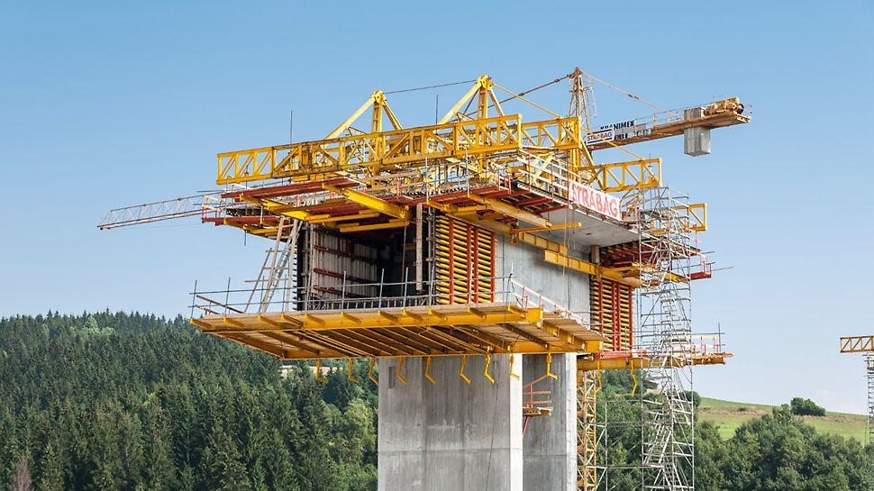 Most Markov, Slovensko: Firma PERI zvolila z důvodu velké hloubky údolí pro převážnou část mostu metodu letmé betonáže.