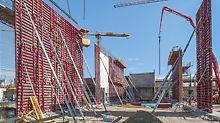 Die 144 m² großen MAXIMO Umsetzeinheiten der Regelabschnitte wurden mithilfe einer Traverse mit jeweils nur einem Kranhub platziert.