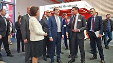 During bauma 2016, Alexander Dobrindt, Federal Minister for Transport and Digital Infrastructure, visited the PERI stand (shown here with Christl Schwörer and Alexander Schwörer)