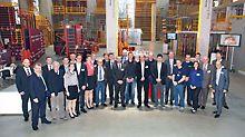 Alle Teilnehmer und die Fachjury in der Ausstellungshalle Peri GmbH in Weißenhorn