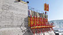 PERI a développé le système grimpant SCS principalement pour des applications unilatérales, comme les barrages, les écluses et les têtes de piliers.