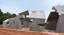 Виразна текстура деревини була досягнута за допомогою нетрадиційного методу. Вона була нанесена трафаретними роликами. Висока якість бетонної поверхні стала можливою завдяки використанню опалубки TRIO.
