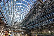 PERI insenerid projekteerisid 20 m kõrged tellinguid 85 m pikkade platvormidega. Tänu väikse kaaluga detailidele ei ole vaja kraana kasutada. See välistas kraana tööga seotud võimalikke pause ja ehitustööd lõpetati tähtajaks. (Photo: PERI GmbH)
